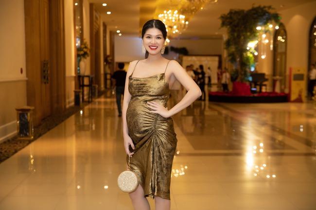 """Hoa hậu U40 """"ham đẻ"""" nhất showbiz  Việt trải qua 6 lần mang thai vẫn rạng rỡ, đăng ảnh bầu 9 tháng mà nhiều người choáng váng - Ảnh 2."""