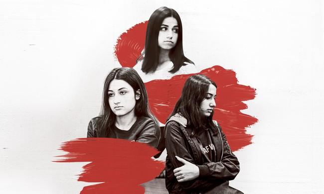 """Vụ án 3 con gái giết cha đẻ rúng động nước Nga: Bị bạo hành, cưỡng bức nhiều năm nhưng """"nói không ai tin"""", chọn cách giết người để được giải thoát - Ảnh 1."""