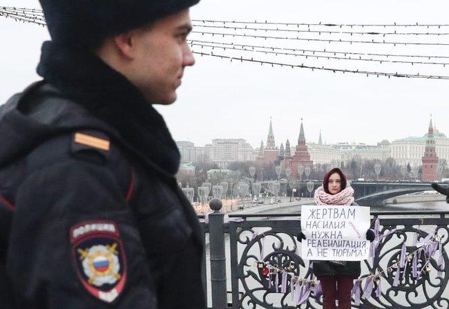 """Vụ án 3 con gái giết cha đẻ rúng động nước Nga: Bị bạo hành, cưỡng bức nhiều năm nhưng """"nói không ai tin"""", chọn cách giết người để được giải thoát - Ảnh 6."""