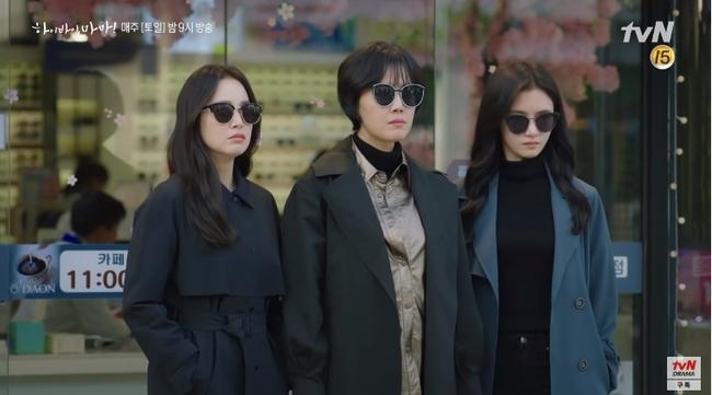 """""""Hi Bye, Mama"""": Kim Tae Hee hóa """"chị đại xã hội đen"""" siêu ngầu, đối đầu với thần chết Pyo Chi Su (Crash Landing On You)? - Ảnh 2."""