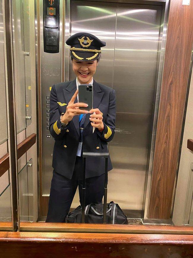 """Lâu lắm chẳng được đi bay, nữ cơ trưởng Huỳnh Lý Đông Phương gây """"sốc"""" tự thấy bản thân có chút """"điên rồ"""" và lại thường xuyên kiếm chuyện với người khác - Ảnh 2."""