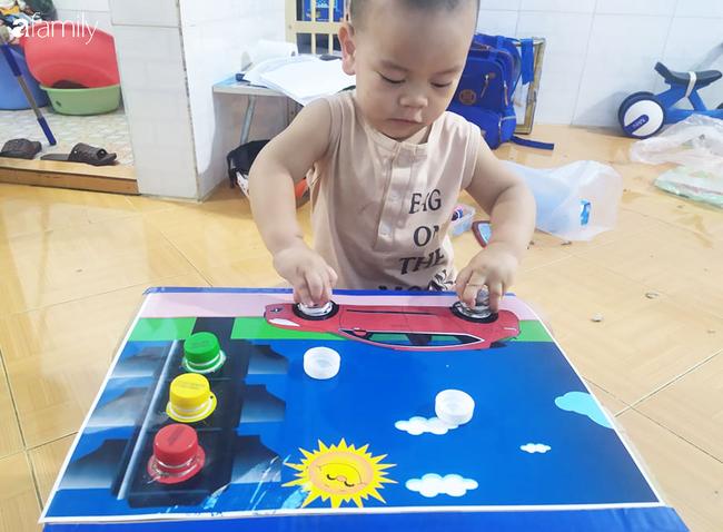 Ở nhà chăm con mùa dịch, mẹ Nghệ An tự tìm tòi làm cho con 2 món đồ chơi bổ ích mà chi phí chỉ hết gần 100k - Ảnh 2.