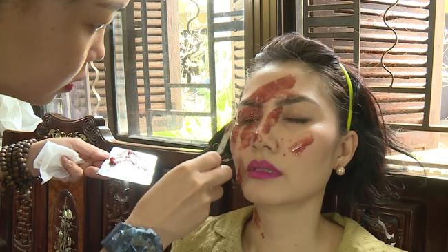 Phim lên sóng giờ vàng: Lộ hậu trường tạt axit hủy nhan sắc của Ngọc Lan, không chỉ làm gái ngành mà còn ăn xin  - Ảnh 4.