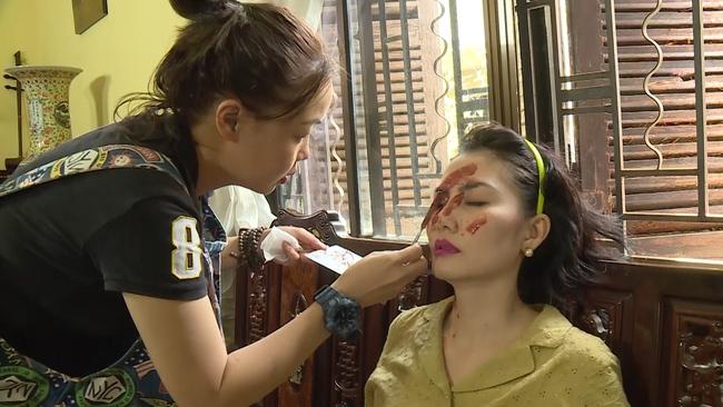 Phim lên sóng giờ vàng: Lộ hậu trường tạt axit hủy nhan sắc của Ngọc Lan, không chỉ làm gái ngành mà còn ăn xin  - Ảnh 3.