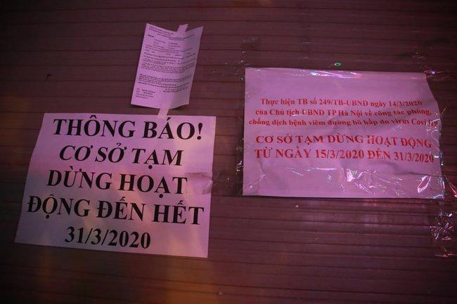 Ảnh: Đường phố vắng lặng sau lệnh đóng cửa của Chủ tịch UBND TP Hà Nội, hàng loạt cơ sở cafe, massage, karaoke tạm ngừng hoạt động - Ảnh 11.