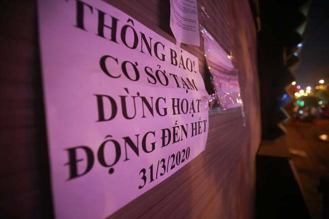 Ảnh: Đường phố vắng lặng sau lệnh đóng cửa của Chủ tịch UBND TP Hà Nội, hàng loạt cơ sở cafe, massage, karaoke tạm ngừng hoạt động - Ảnh 14.