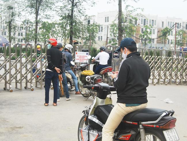 Hà Nội: Kiểm tra y tế tất cả những người qua cổng vào khu đô thị - Ảnh 6.