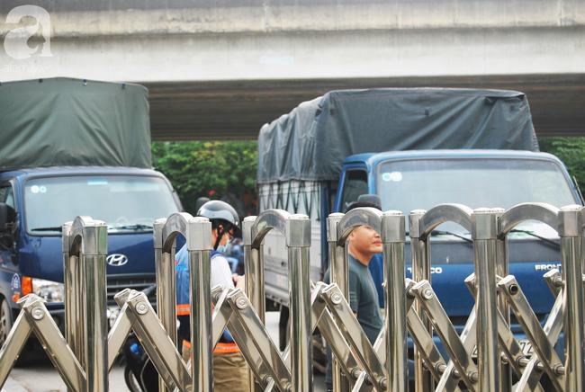 Hà Nội: Kiểm tra y tế tất cả những người qua cổng vào khu đô thị - Ảnh 7.