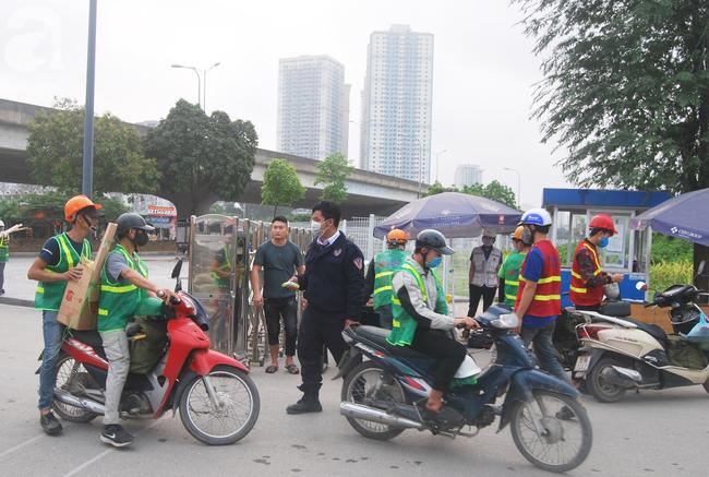 Hà Nội: Kiểm tra y tế tất cả những người qua cổng vào khu đô thị - Ảnh 14.