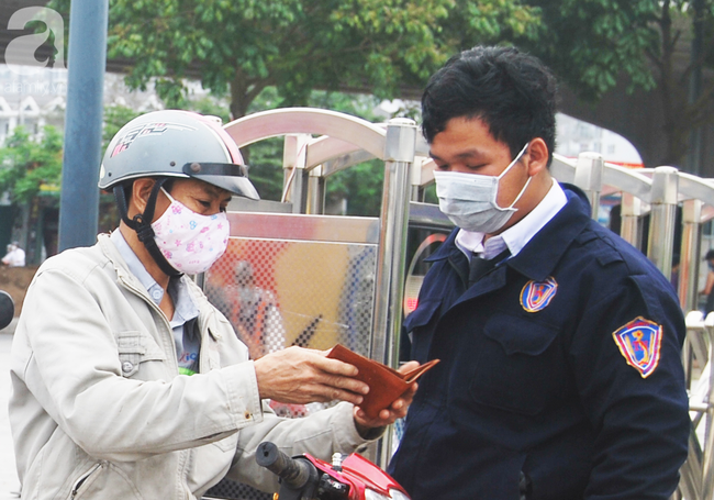 Hà Nội: Kiểm tra y tế tất cả những người qua cổng vào khu đô thị - Ảnh 19.