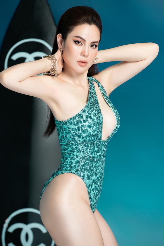 """""""Hoa hậu ba con"""" Phương Lê diện swimsuit sexy khoe vóc dáng, thần thái ngút ngàn - Ảnh 2."""