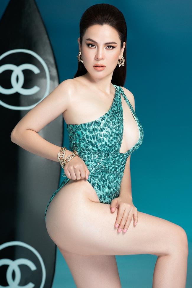 """""""Hoa hậu ba con"""" Phương Lê diện swimsuit sexy khoe vóc dáng, thần thái ngút ngàn - Ảnh 3."""
