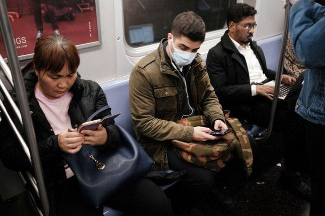 Người phương Tây xa lạ với hành vi đeo khẩu trang mỗi khi ra đường: Không tin ngăn được dịch bệnh hay do khác biệt văn hóa? - Ảnh 4.