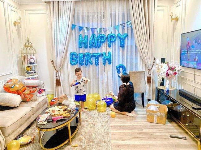 Sinh nhật 0 khách mời vì đang dịch, Ly Kute tưởng Khoai Tây sẽ buồn nhưng nghẹn ngào trước câu nói chững chạc của cậu bé - Ảnh 1.