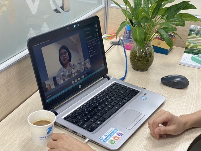 Phải làm việc tại nhà vì dịch Covid-19, đây là những bước dân công sở cần chuẩn bị để có những cuộc họp online hiệu quả - Ảnh 2.