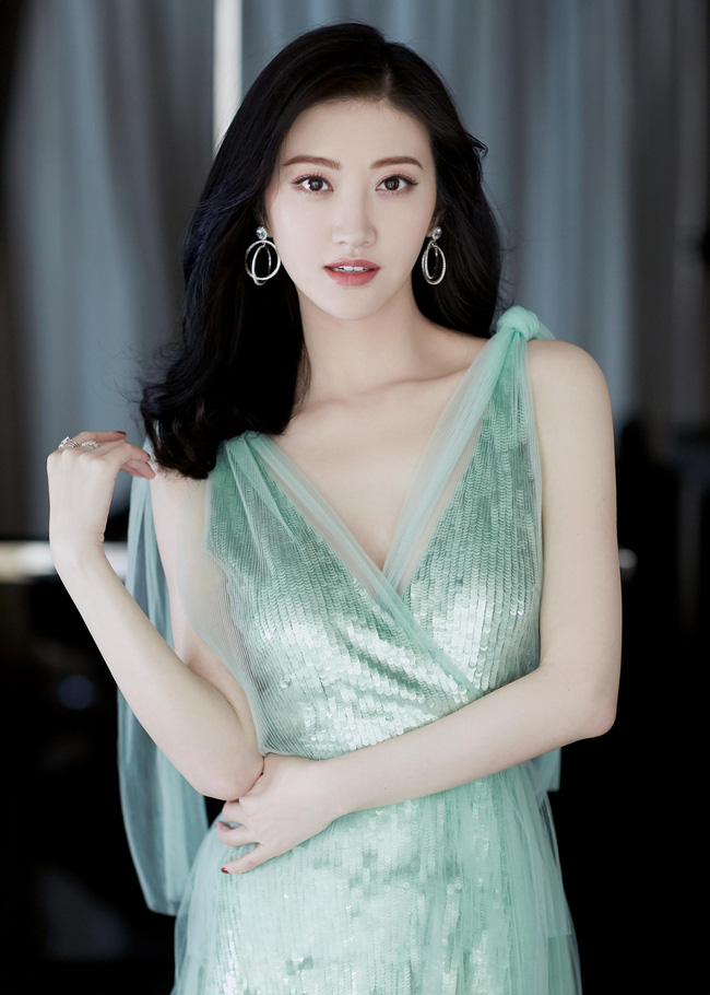 """""""Sạp dưa"""" Cbiz: Ngu Thư Hân và Trương Triết Hạn từng hẹn hò, Trần Tinh Húc và Hồ Băng Khanh đã chia tay? - Ảnh 8."""