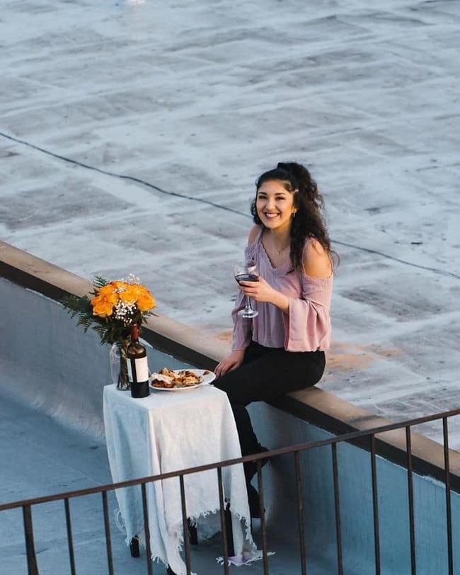 """Thấy cô gái có hành động kỳ cục trên sân thượng lúc ở nhà cách ly, chàng trai thực hiện """"chiến dịch kỳ lạ"""" và cái kết cuối cùng rất đặc biệt - Ảnh 8."""