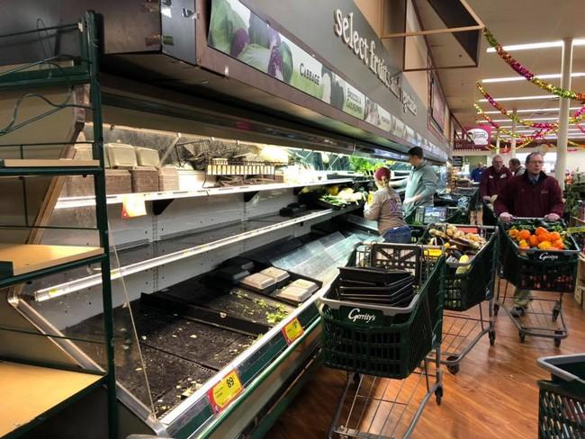 Vô duyên vô cớ, siêu thị phải đổ thi hàng tấn thực phẩm sạch trị giá gần 1 tỷ đồng vì hành động thiếu ý thức của một người phụ nữ - Ảnh 3.