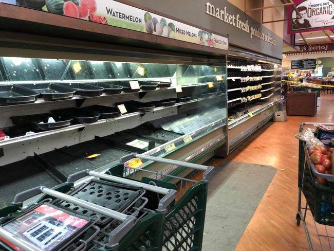 Vô duyên vô cớ, siêu thị phải đổ thi hàng tấn thực phẩm sạch trị giá gần 1 tỷ đồng vì hành động thiếu ý thức của một người phụ nữ - Ảnh 4.