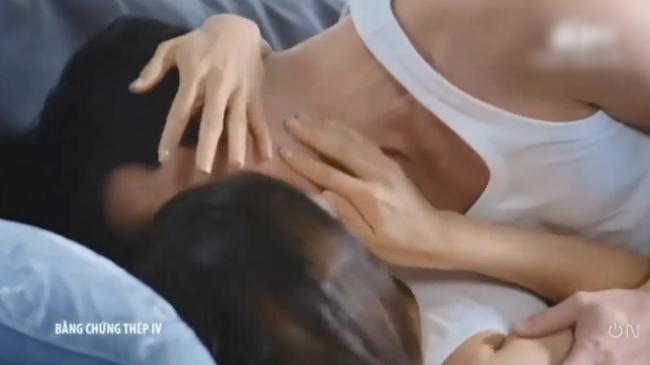 """""""Bằng chứng thép 4"""" tập cuối: TVB tung cảnh 18+ nhạy cảm, Lý Thi Hoa đang ân ái bỗng dừng lại vì điều không ngờ  - Ảnh 7."""