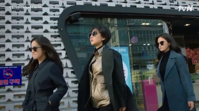 """""""Hi Bye, Mama"""": Bỏ quên hình tượng ngọc nữ, Kim Tae Hee """"lên đồ"""" đánh nhau với hàng xóm vì dám nói xấu con gái - Ảnh 4."""