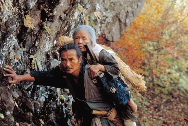 """Tập tục """"Cõng mẹ bỏ mặc trên núi"""" của người Nhật Bản: Tục lệ ngày xưa đã trở thành sự khuyến khích giết người thời hiện đại? - Ảnh 1."""