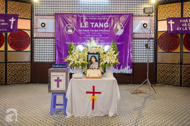 Tang lễ diễn viên Mai Phương diễn ra lặng lẽ, gia đình bạn bè không nén nổi nước mắt - Ảnh 2.
