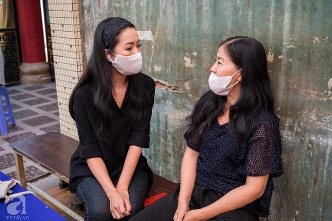 Tang lễ diễn viên Mai Phương diễn ra lặng lẽ, gia đình bạn bè không nén nổi nước mắt - Ảnh 8.