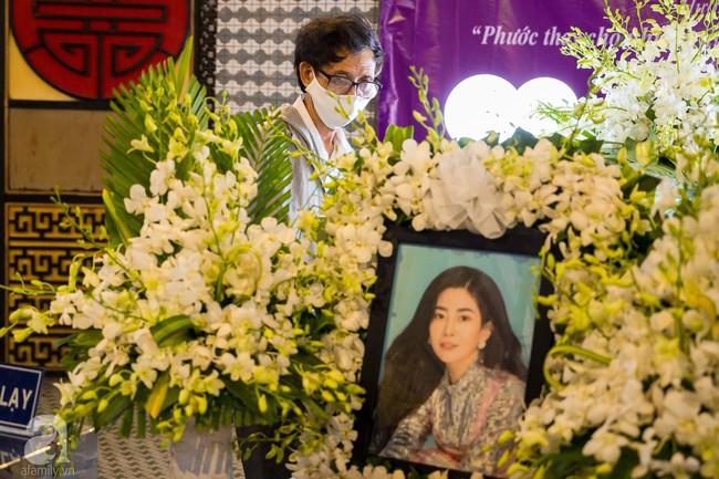 Tang lễ diễn viên Mai Phương diễn ra lặng lẽ, gia đình bạn bè không nén nổi nước mắt - Ảnh 1.