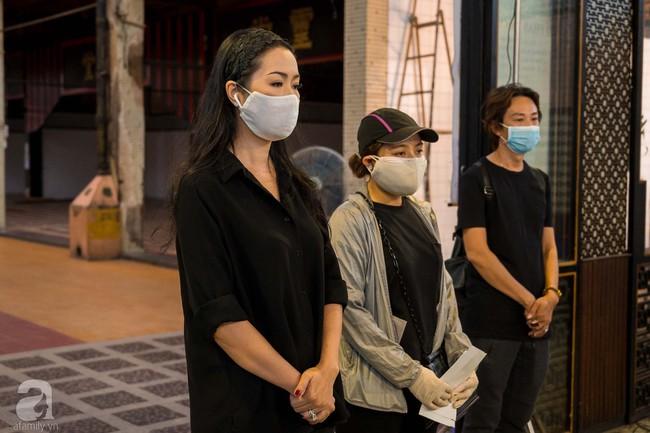 Tang lễ diễn viên Mai Phương diễn ra lặng lẽ, gia đình bạn bè không nén nổi nước mắt - Ảnh 3.
