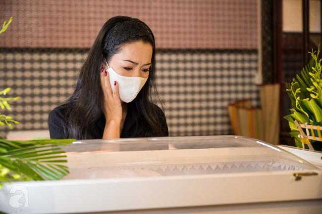 Tang lễ diễn viên Mai Phương diễn ra lặng lẽ, gia đình bạn bè không nén nổi nước mắt - Ảnh 5.