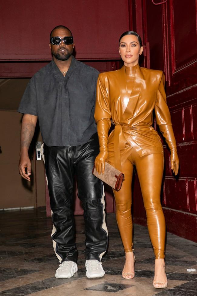 """Vén màn công thức bí mật giúp Kim Kardashian từ """"người hầu"""" theo sau Paris Hilton trở thành nữ hoàng tạo nên """"đế chế tỷ đô"""" - Ảnh 15."""
