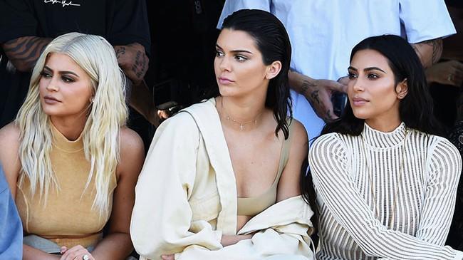 """Vén màn công thức bí mật giúp Kim Kardashian từ """"người hầu"""" theo sau Paris Hilton trở thành nữ hoàng tạo nên """"đế chế tỷ đô"""" - Ảnh 12."""