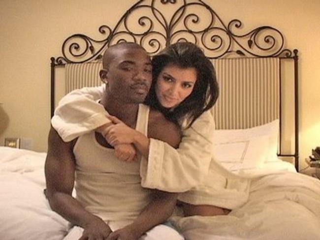 """Vén màn công thức bí mật giúp Kim Kardashian từ """"người hầu"""" theo sau Paris Hilton trở thành nữ hoàng tạo nên """"đế chế tỷ đô"""" - Ảnh 3."""