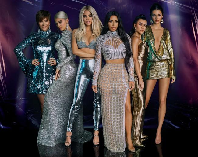 """Vén màn công thức bí mật giúp Kim Kardashian từ """"người hầu"""" theo sau Paris Hilton trở thành nữ hoàng tạo nên """"đế chế tỷ đô"""" - Ảnh 4."""