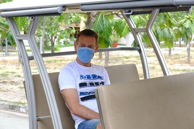 Nam công dân Cộng hoà Czech và hai bệnh nhân Việt khỏi bệnh Covid-19, mỉm cười vẫy chào bác sĩ BV dã chiến Củ Chi - Ảnh 6.