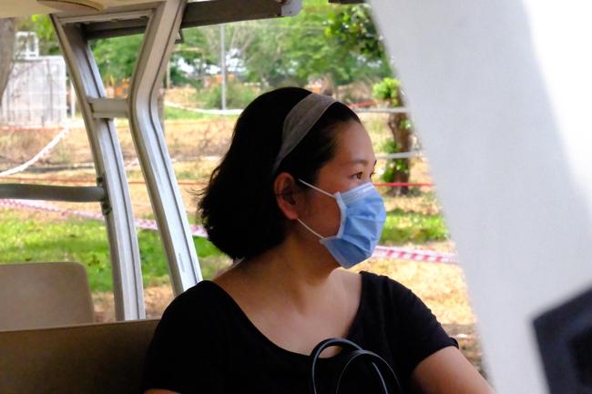 Nam công dân Cộng hoà Czech và hai bệnh nhân Việt khỏi bệnh Covid-19, mỉm cười vẫy chào bác sĩ BV dã chiến Củ Chi - Ảnh 7.