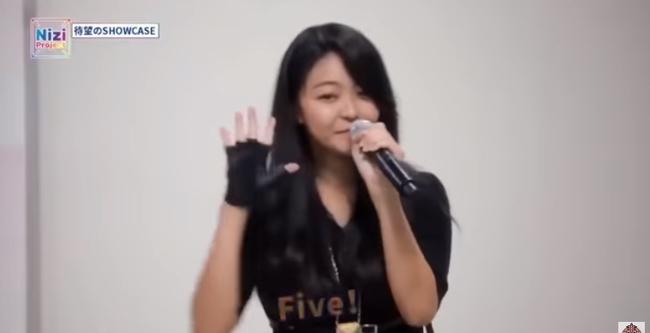 """Lỡ công khai ghét Sana (TWICE) nhưng """"đàn chị"""" lại bất ngờ làm giám khảo, nữ thực tập sinh 14 tuổi áp lực đến bật khóc? - Ảnh 3."""