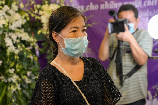 Gia đình, bạn bè đồng nghiệp không kìm được nước mắt trong ngày đưa tiễn Mai Phương về nơi an nghỉ cuối cùng - Ảnh 7.