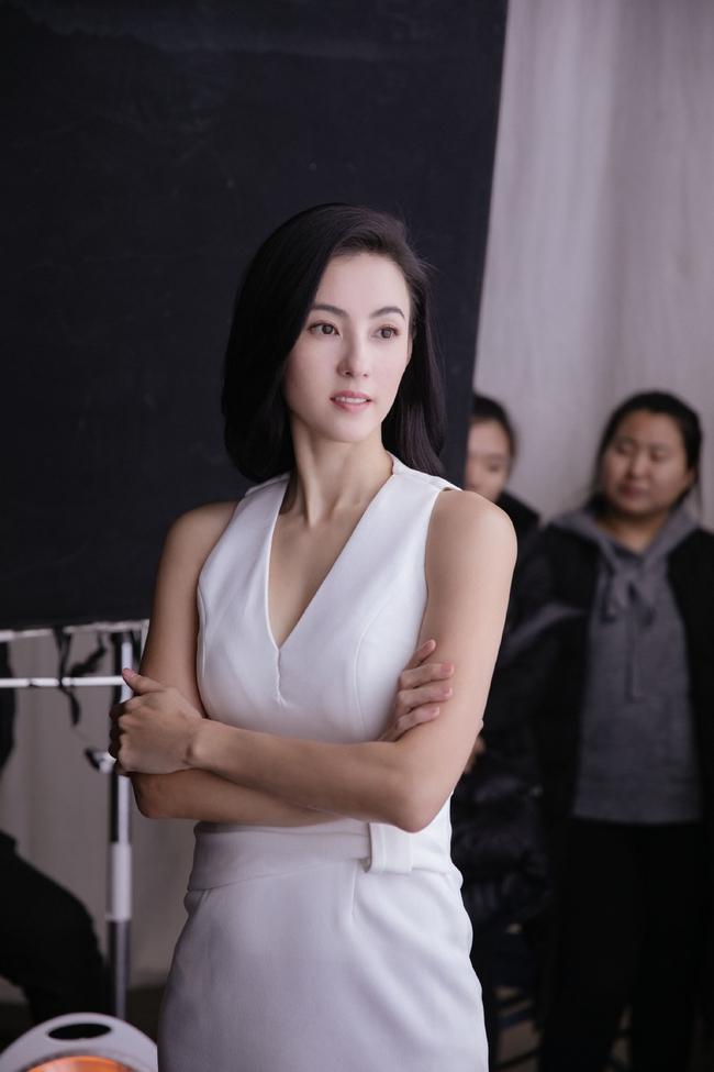 Hình hậu trường chụp quảng cáo của Trương Bá Chi khiến mọi người bất ngờ - Ảnh 4.