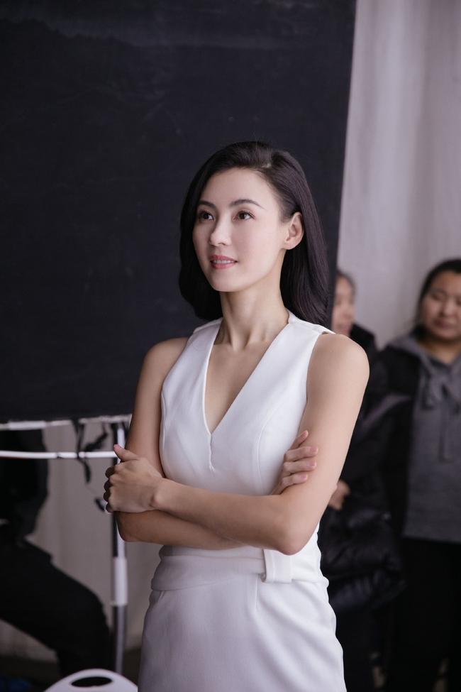 Hình hậu trường chụp quảng cáo của Trương Bá Chi khiến mọi người bất ngờ - Ảnh 5.