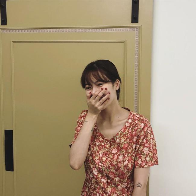 """Bộ sưu tập nail của Hyuna: Nhiều bộ đơn giản đến nỗi bạn có thể tự """"tút tát"""", thích style ngọt ngào hay sang chảnh quyền lực đều có hết - Ảnh 12."""