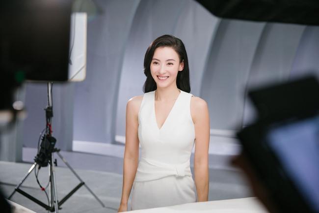 Hình hậu trường chụp quảng cáo của Trương Bá Chi khiến mọi người bất ngờ - Ảnh 7.