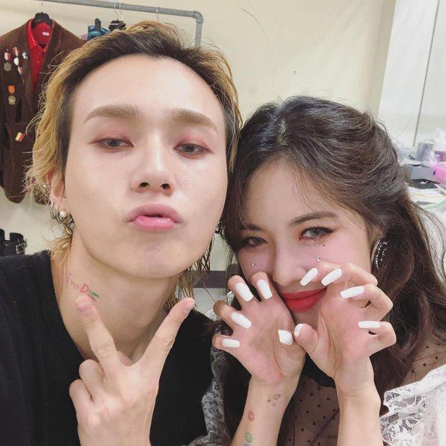 """Bộ sưu tập nail của Hyuna: Nhiều bộ đơn giản đến nỗi bạn có thể tự """"tút tát"""", thích style ngọt ngào hay sang chảnh quyền lực đều có hết - Ảnh 3."""