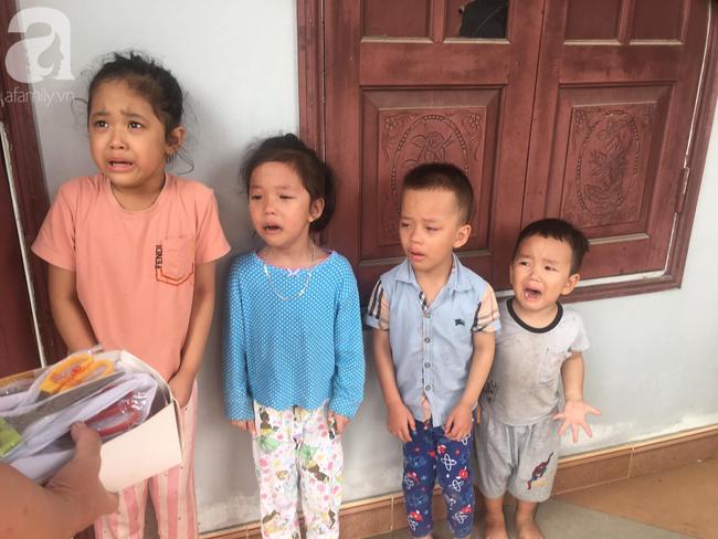 """4 đứa cháu nghỉ học ở nhà """"quậy banh nóc"""", bà đành mang """"bạch kiếm"""" ra doạ khiến tất cả co rúm nhưng ai nhìn cũng buồn cười - Ảnh 2."""