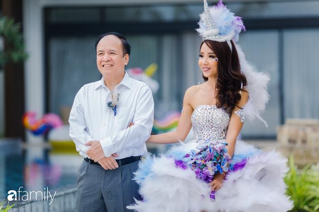 """My Lan Nguyễn - Cô gái có cuộc tình như mơ từ FB và sự """"đấu tranh"""" với phụ huynh để mặc váy cưới đuôi cá màu tím, đội sừng Unicorns trong hôn lễ của chính mình - Ảnh 24."""