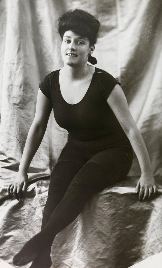 """Cuộc đời không sống theo chuẩn bị xã hội của """"người phụ nữ hoàn hảo"""", tiên phong mặc đồ bơi bó sát và diễn cảnh nóng trên màn bạc thế giới - Ảnh 3."""