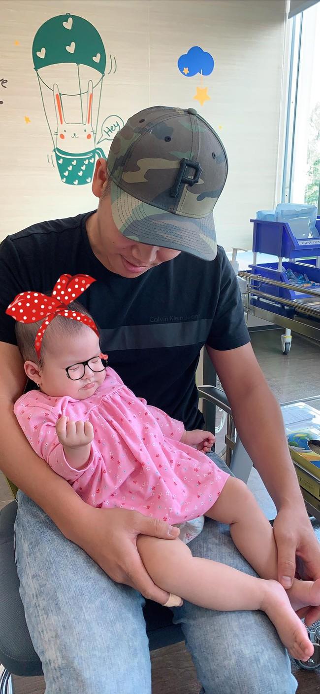 Mới 6 tháng tuổi, con gái Lê Phương đã sở hữu chiều cao vượt trội, hứa hẹn trở thành mỹ nhân chân dài trong tương lai - Ảnh 1.