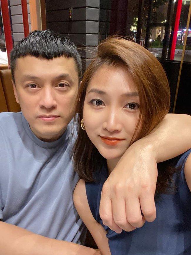 Bà xã Lam Trường đăng ảnh hai vợ chồng cùng dòng chú thích: Tưởng đâu say nắng nhất thời. Ai ngờ say nắng cả thời thanh xuân.