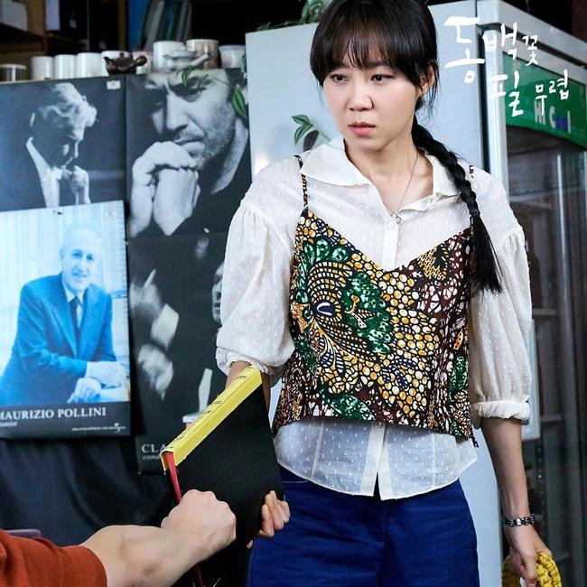 Tóc tết một đuôi sam rất trẻ trung lãng mạn chứ không hề sến, loạt mỹ nhân Việt - Hàn ai diện cũng đẹp - Ảnh 10.